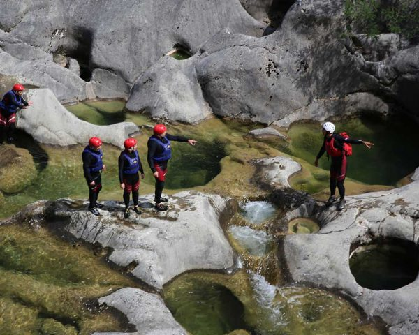 Guide shows the way through Cetina canyon