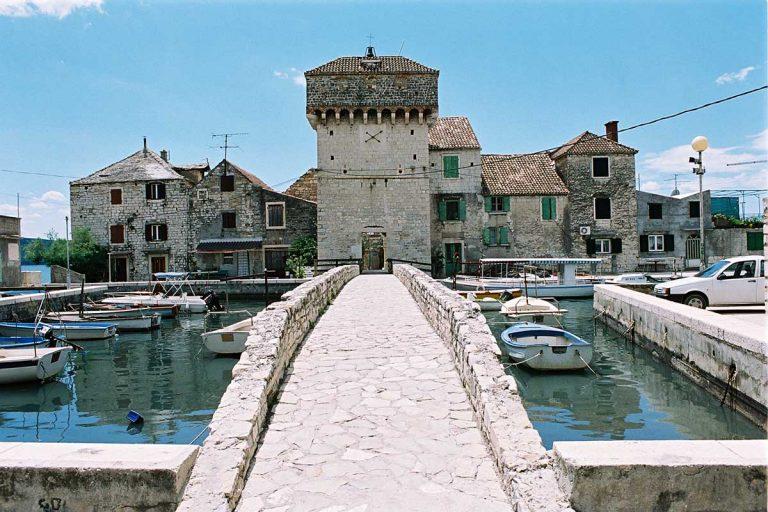 Kastel Gomilica – Kastilac Bridge – Wine Tour from Split