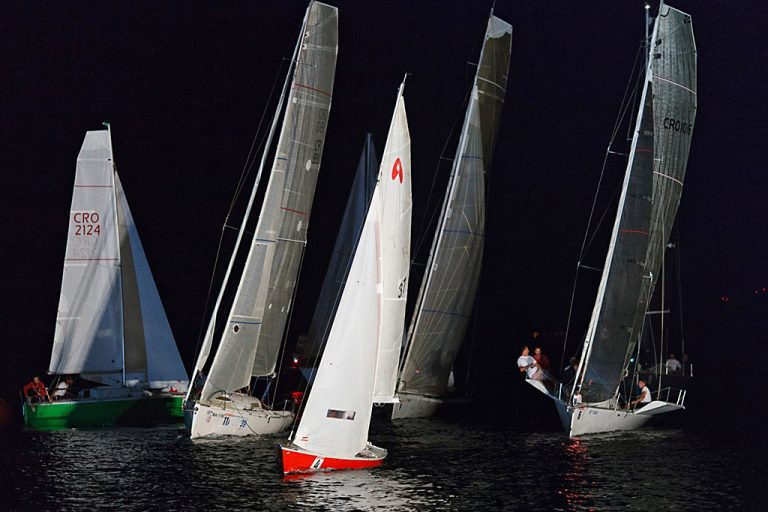 Sailing on Pequena Regata Nocturna