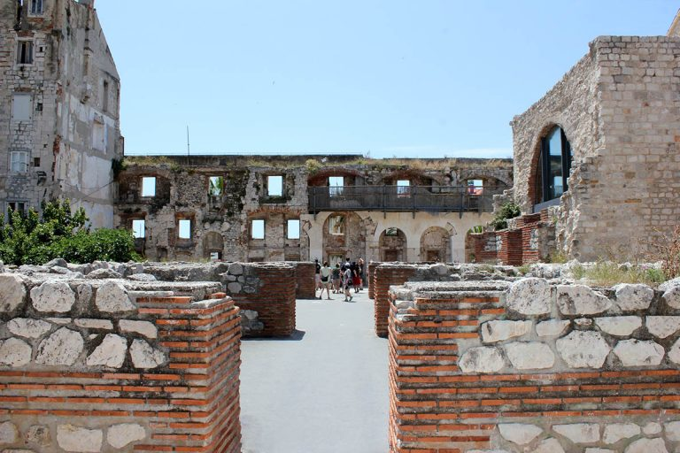 Walking inside Diocletian Palace
