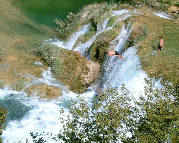 krkatourfromsplit-jumpinginkrkafromwaterfall