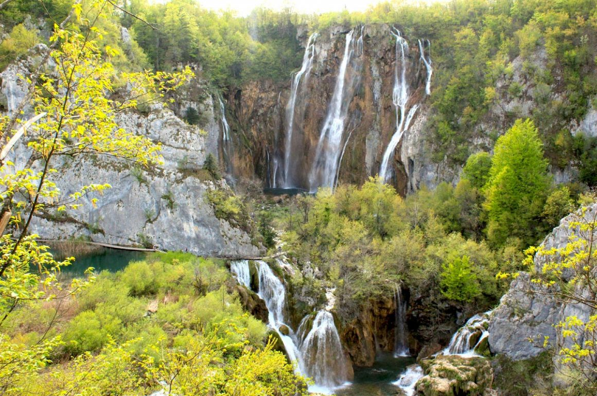 PlitviceLakesNP-largestwaterfall