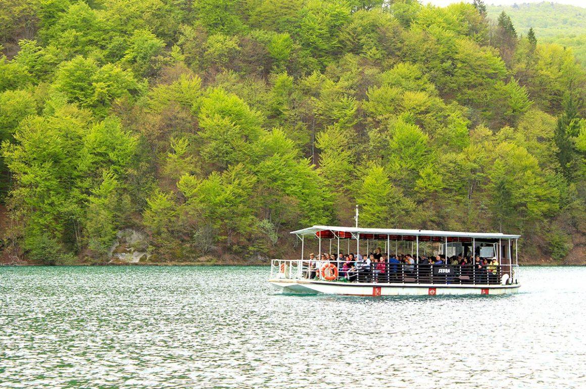 PlitviceLakesNP-parkboat