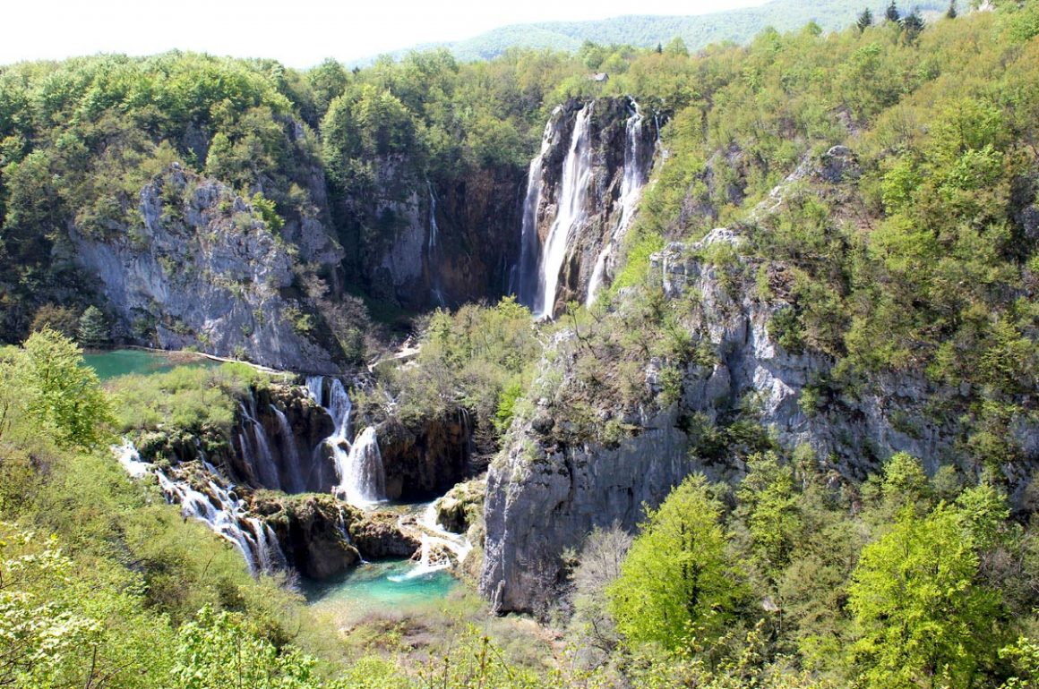 PlitviceLakesNP-sightofthelargestwaterfall