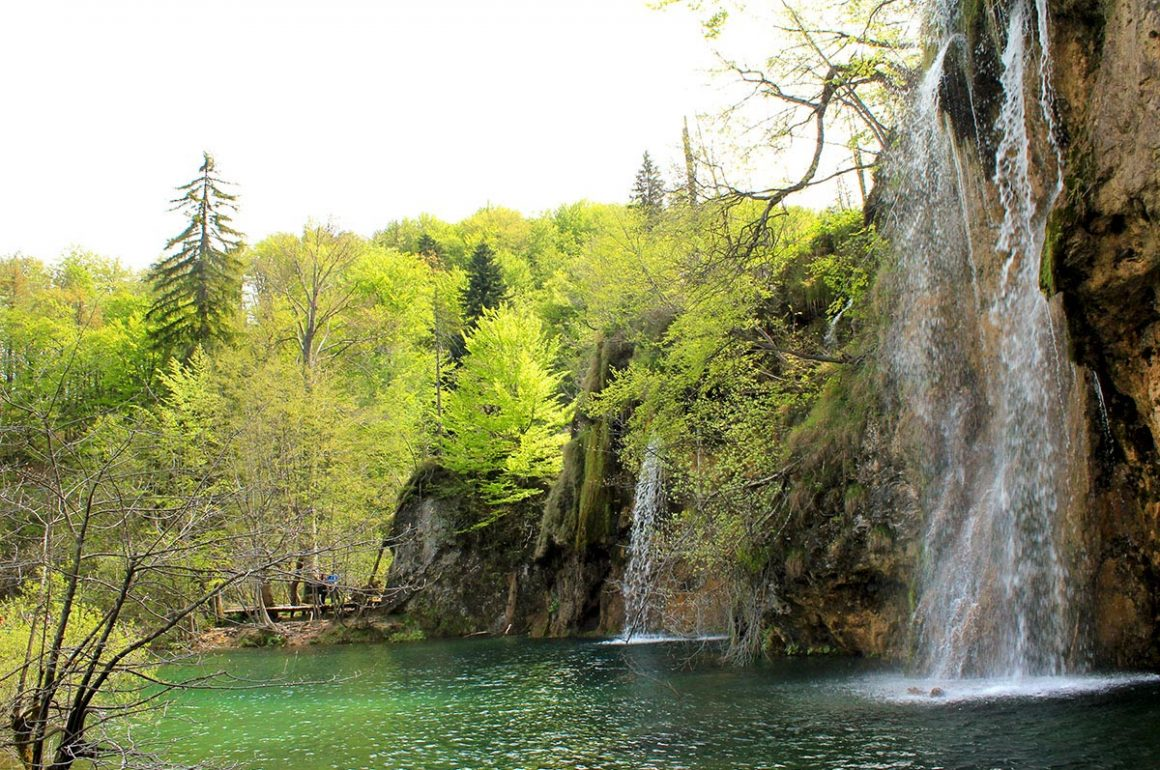 PlitviceLakesNP-waterfallandlake