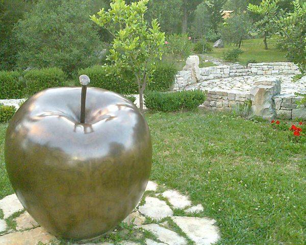BiblicalGarden-Apple-WineTastingTour-toursfromsplit
