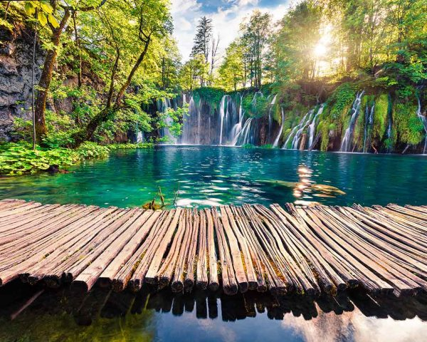 wooden-bridge,-waterfall-and-plitvice-lakes—1200×932
