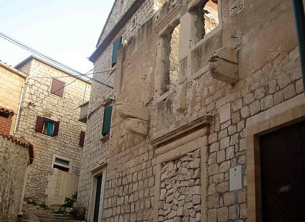 Pučišća stone buildings