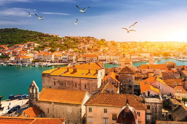 Seaguls-Trogir-rooftops-and-Ciovo