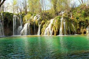 Amazing view of the lake and waterfalls in Plitvice national park