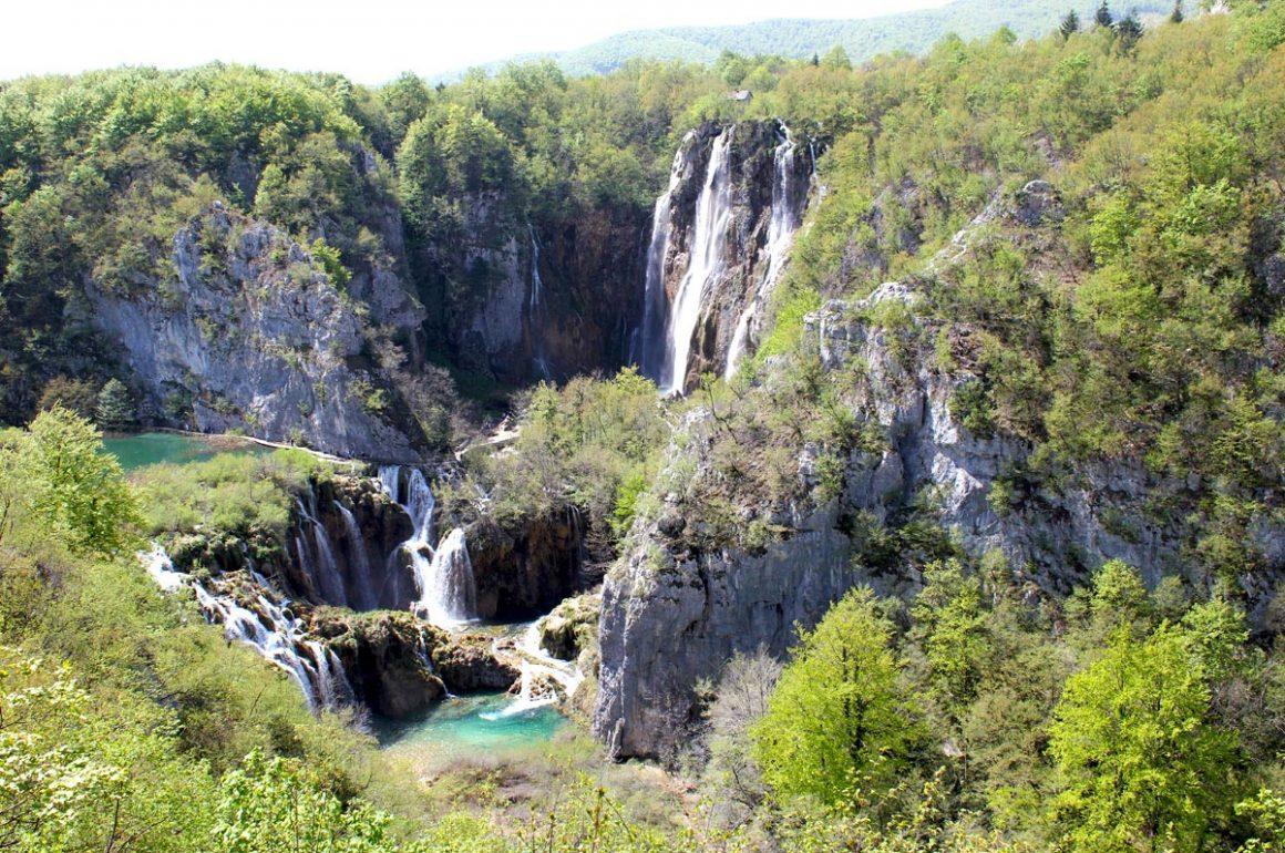 PlitviceLakesNP-sightofthelargestwaterfall