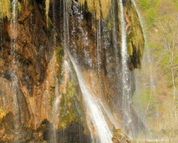 water sprinkles down the falls