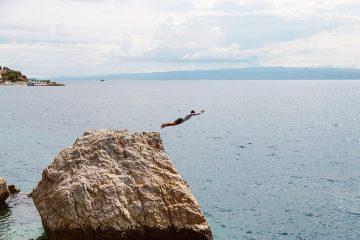 SeaKayakingTourSplit-cliffjumping