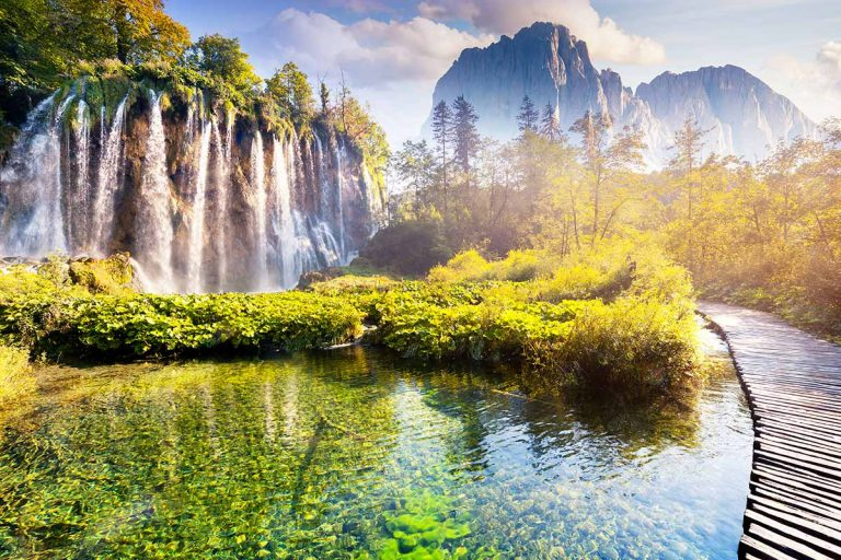 high-waterfalls-trial-and-mountains-of-plitvice