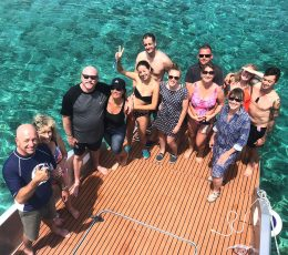 group-photo-speedboat-tour