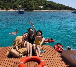 having-a-great-time-onboard-speedboat-tours